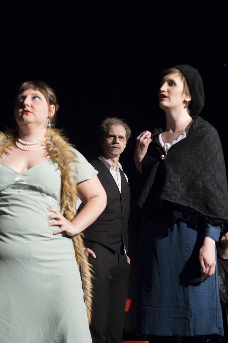 """Madame Pace und die Stieftochter mit dem Vater in """"6 Personen suchen einen Autor"""" von Luigi Pirandello"""