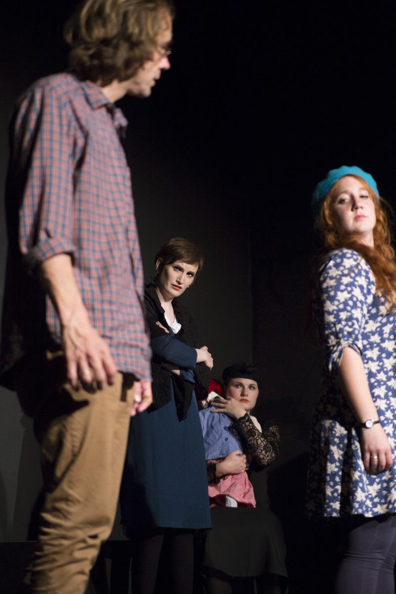 """Die Schauspieler in """"6 Personen suchen einen Autor"""" von Luigi Pirandello"""